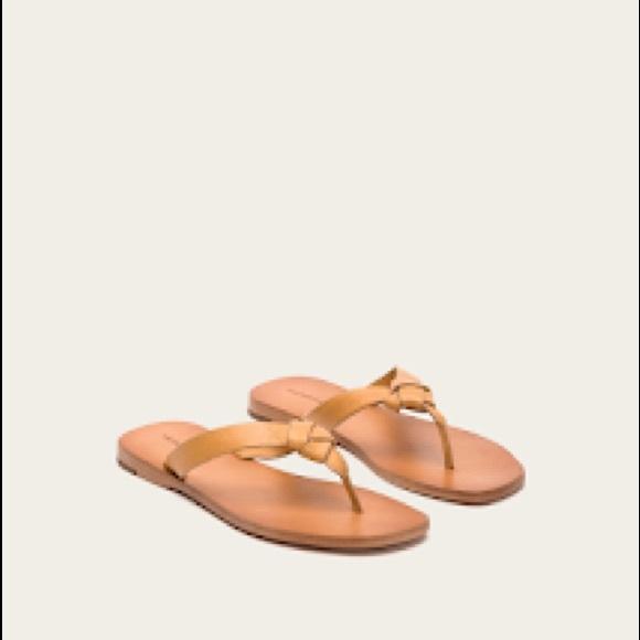 FRYE Womens Perry Knot Thong Flat Sandal